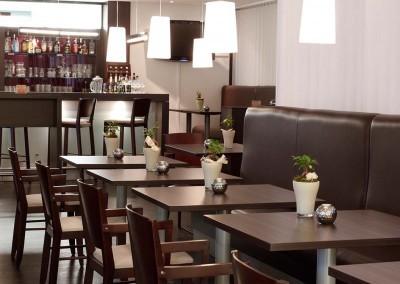 Park Inn by Radisson Bielefeld Restaurant Tische 1600x750