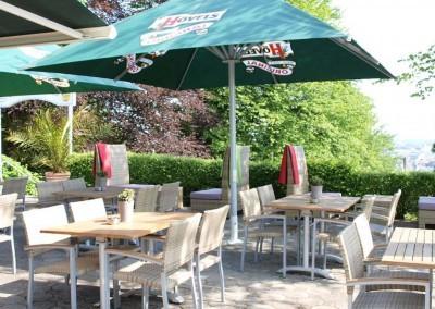 Park Inn by Radisson Bielefeld Terrasse Sonnenschirme 1600x750