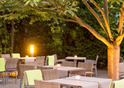 Abend Terrasse Park Inn Hamburg Nord 1600x750