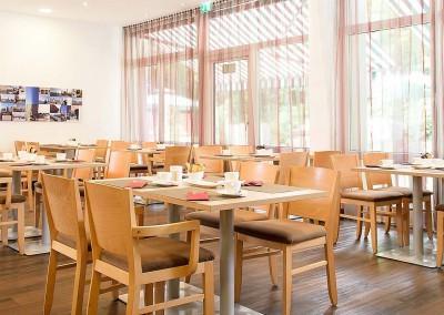 Sonniges Restaurant Park Inn Hamburg Nord 1600x750