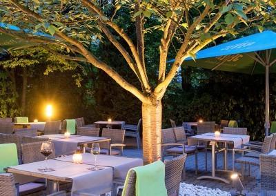 Terrasse Nachts Park Inn Hamburg Nord 1600x750